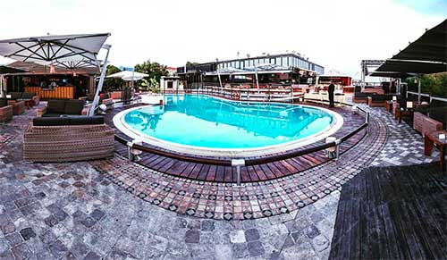 seven-apples-estate-piscina