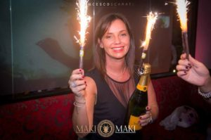 [2]-domenica-maki-discoteca-viareggio-estate-bottiglia