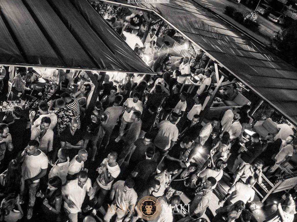 [copertina]-domenica-discoteca-maki-viareggio-ballare-giardino