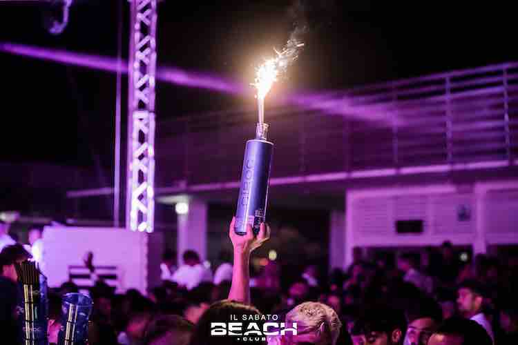 beach-club-sabato-bottiglie-discoteca-estate-2021