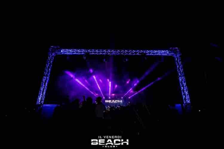 beach-club-venerdi-hiphop-discoteca-estate-2021