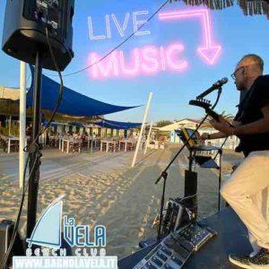 musica-dal-vivo-cena-spiaggia-versilia